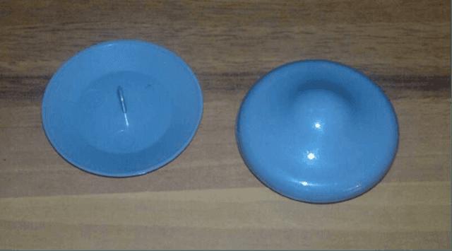 due etichette rigide blu antitaccheggio