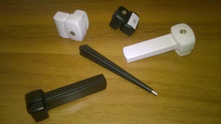 Dispositivo antitaccheggio bianco e nero per gli occhiali