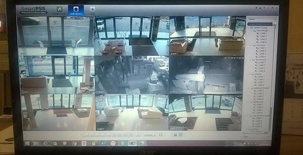 un monitor con delle immagini tratte dalla videosorveglianza
