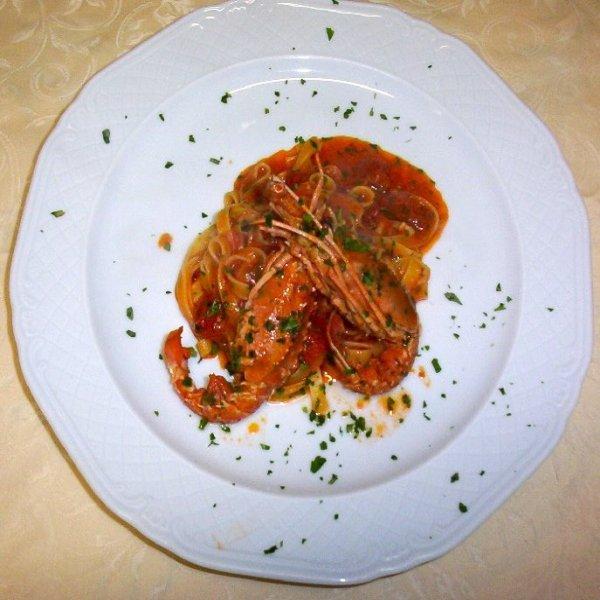 Piatto di spaghetti con gamberetti