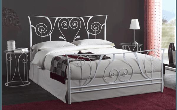 Structure du lit double en fer forgé clair