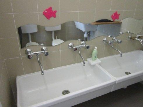 Bagni a livello bambino, lavarsi le mani, igiene