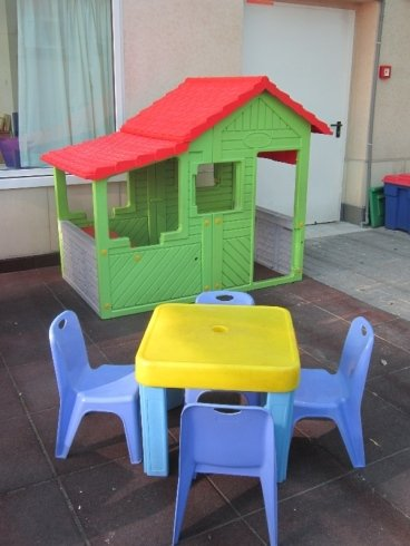 Attrezzatura specifica, casette, tavoli, giochi sicuri