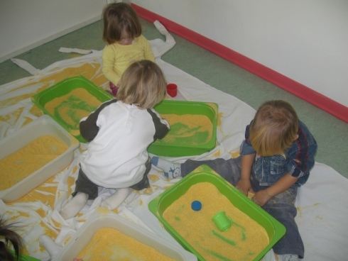 Giochi con la sabbia, bambini, servizio, bambini