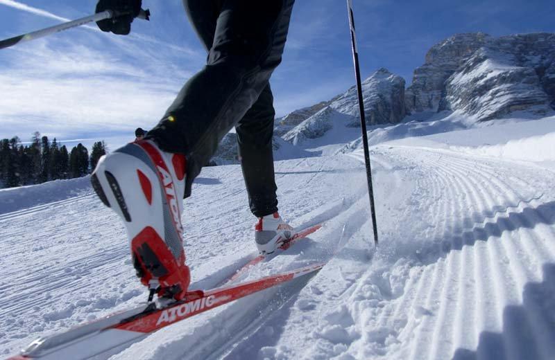 piedi di uno sciatore