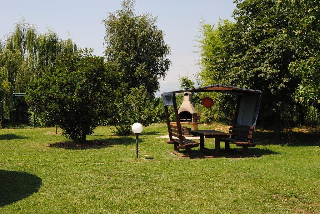 parco con gazebo in legno