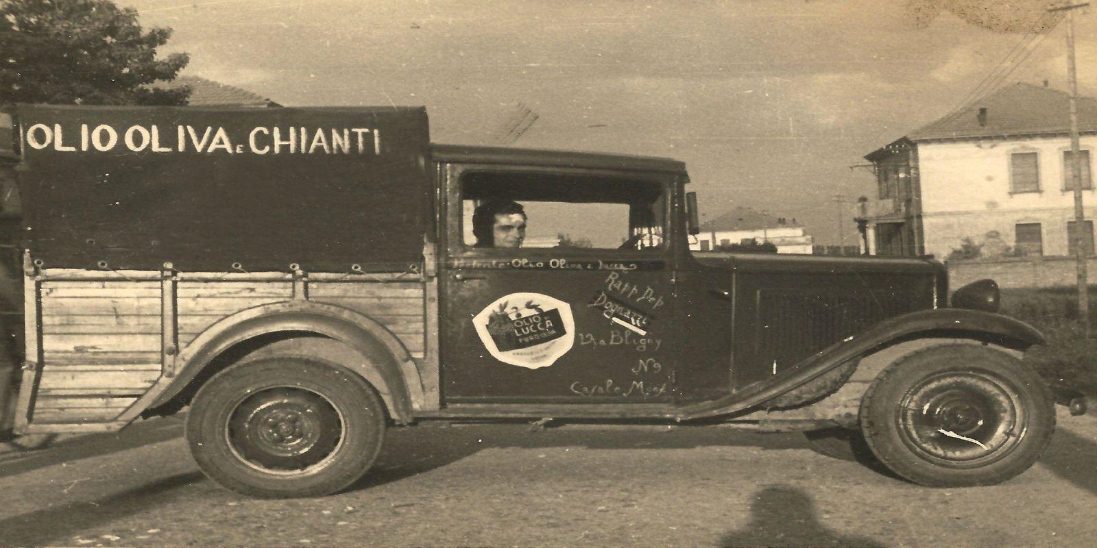 Vecchio furgone di trasporto e ripartizione