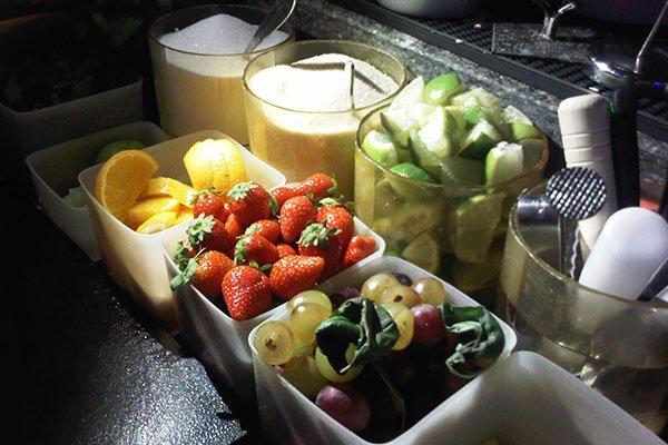 set preparazione di cocktails con frutta fresca e zucchero di canna
