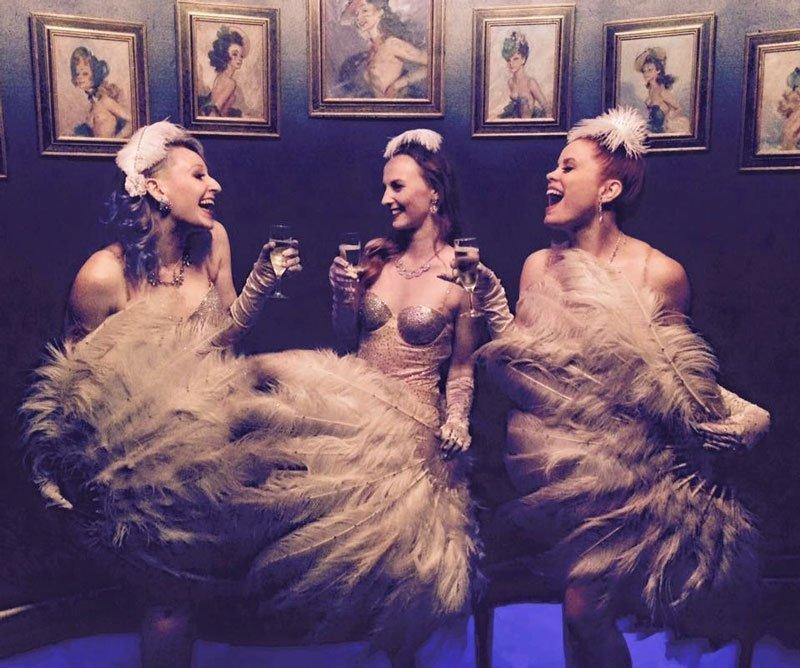 Burlesque models