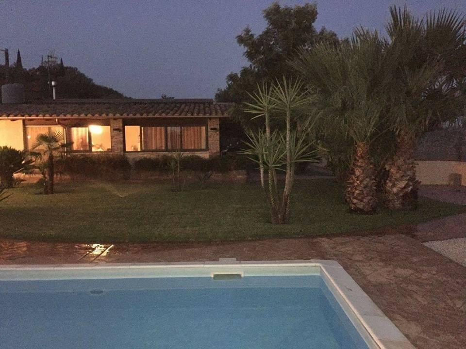 Vendita villa con terreno di mq 15000