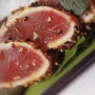 tagliata di tonno in crosta di semi di papavero