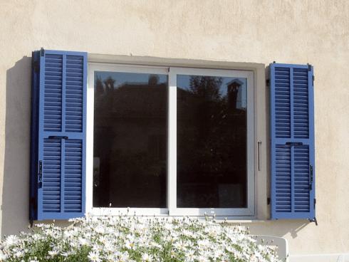 Volete sostituire gli infissi della vostra abitazione? Rivolgetevi alla ditta ABL serramenti.