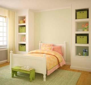 camera da letto con tappeto chiaro