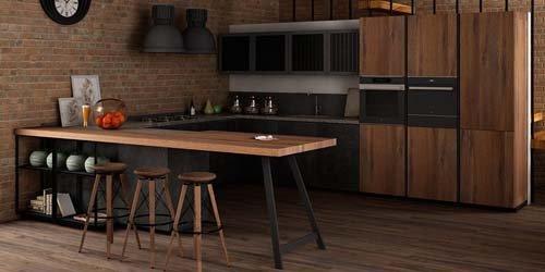 cucina in legno chiaro e scuro