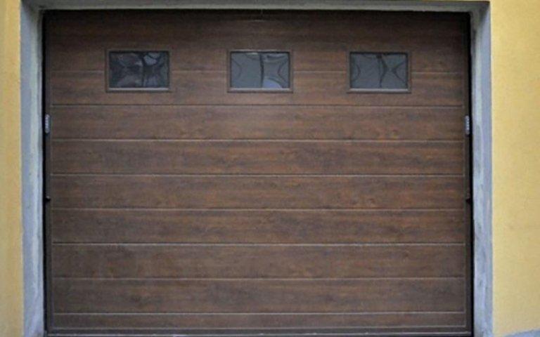 garage marrone in legno