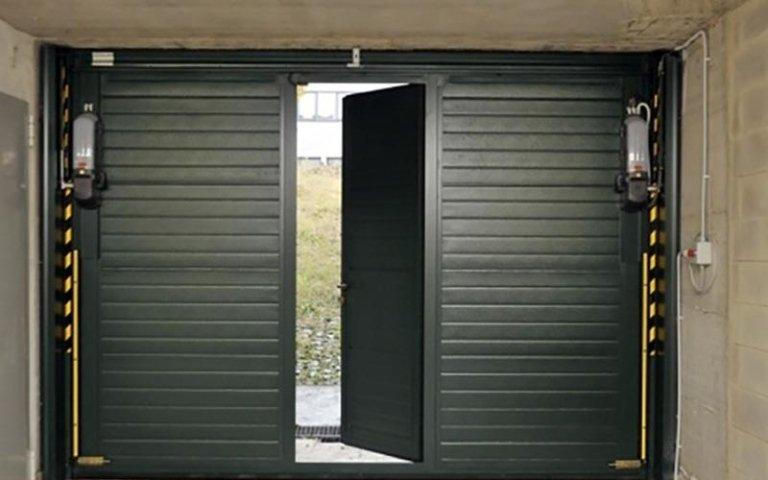 garage basculante blindato con porta