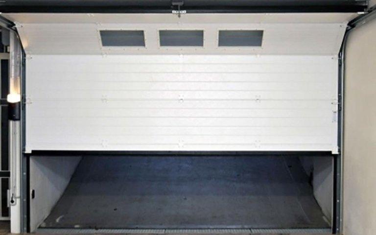 garage bianco automatico sollevato