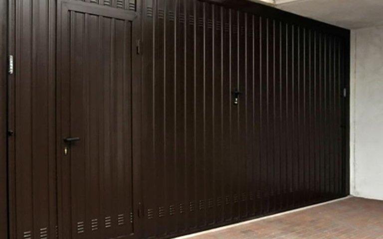 Porta da garage sezionale con porta laterale abbinata