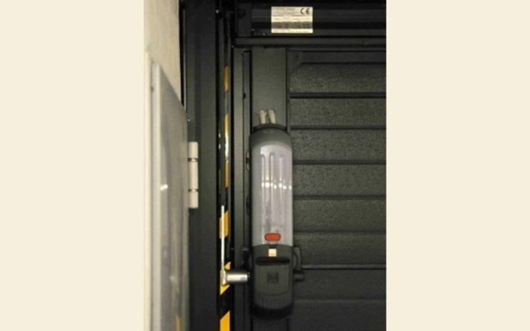 dispositivo per azionamento di una porta garage