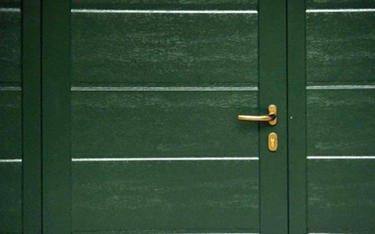 maniglia di una porta verde