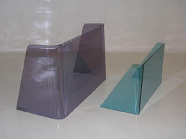 Due porta documenti di cui uno e di color viola e un altro di color azzurro