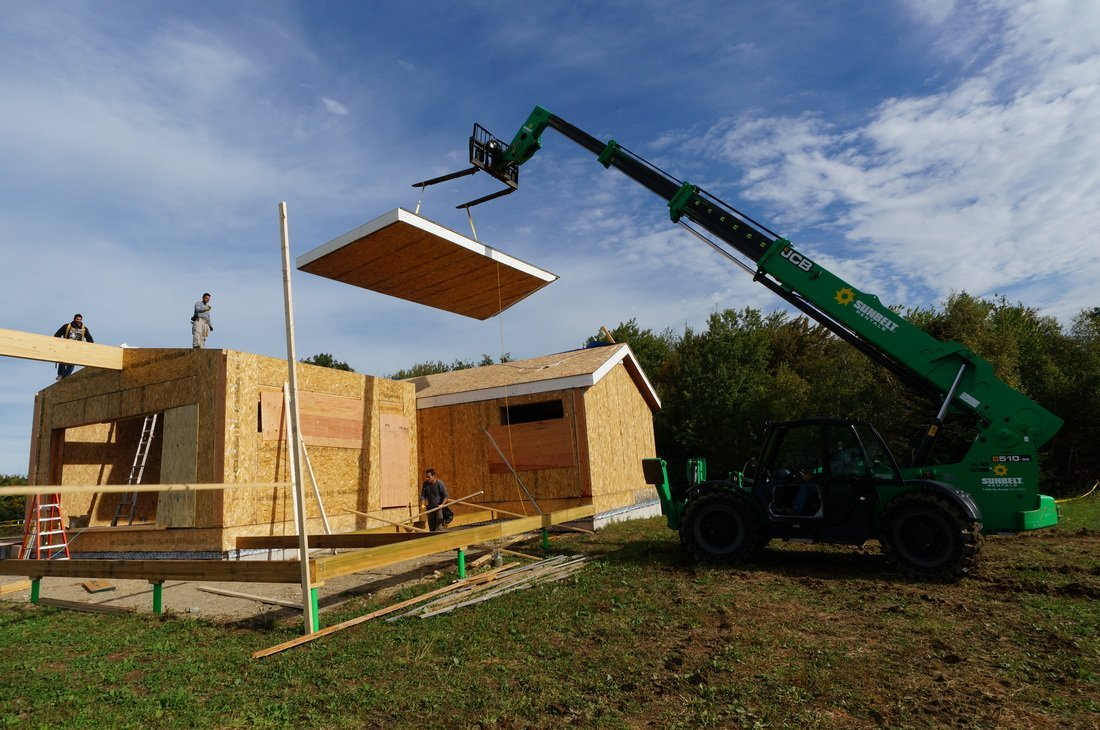 crane lowering structural insulated panels - SIP Building Solutions - Westport, Fairfield, Stamford, Greenwich, Danbury CT