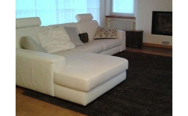 Divano sfoderabile rivestito con tessuto cotone / lino sul pavimento tappeto moderno a pelo medio lungo