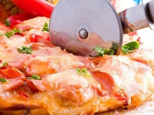 Nel nostro ristorante potrai gustare pizze cotte in forno a legna anche a pranzo.