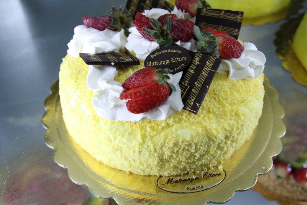 torta mimosa con panna