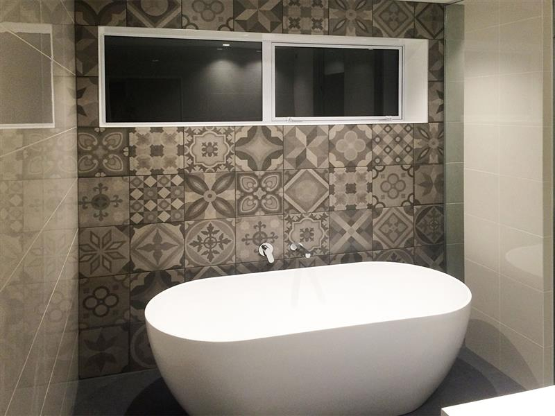28 feature wall tile ideas pictures 29 white stone for Feature wall bathroom ideas