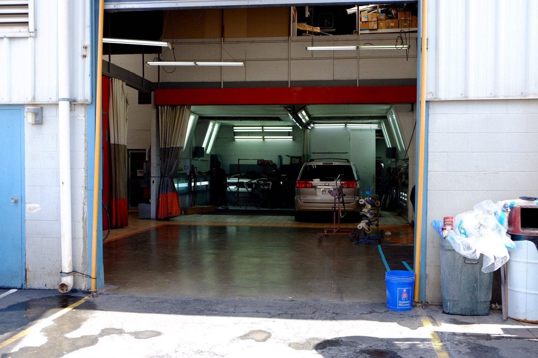 A shop used for our auto body repair in Honolulu
