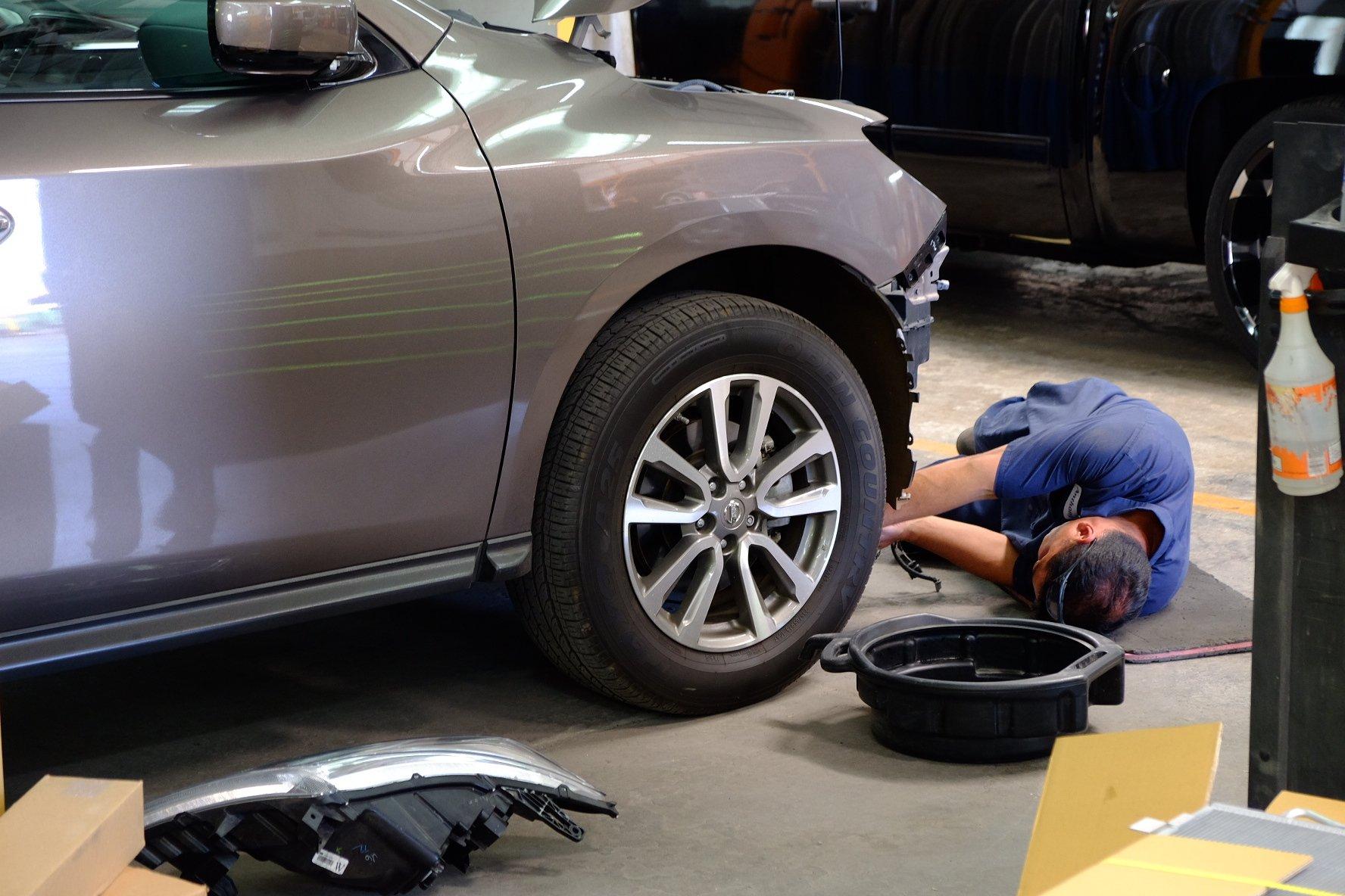 Car receiving auto body repair in Honolulu, HI