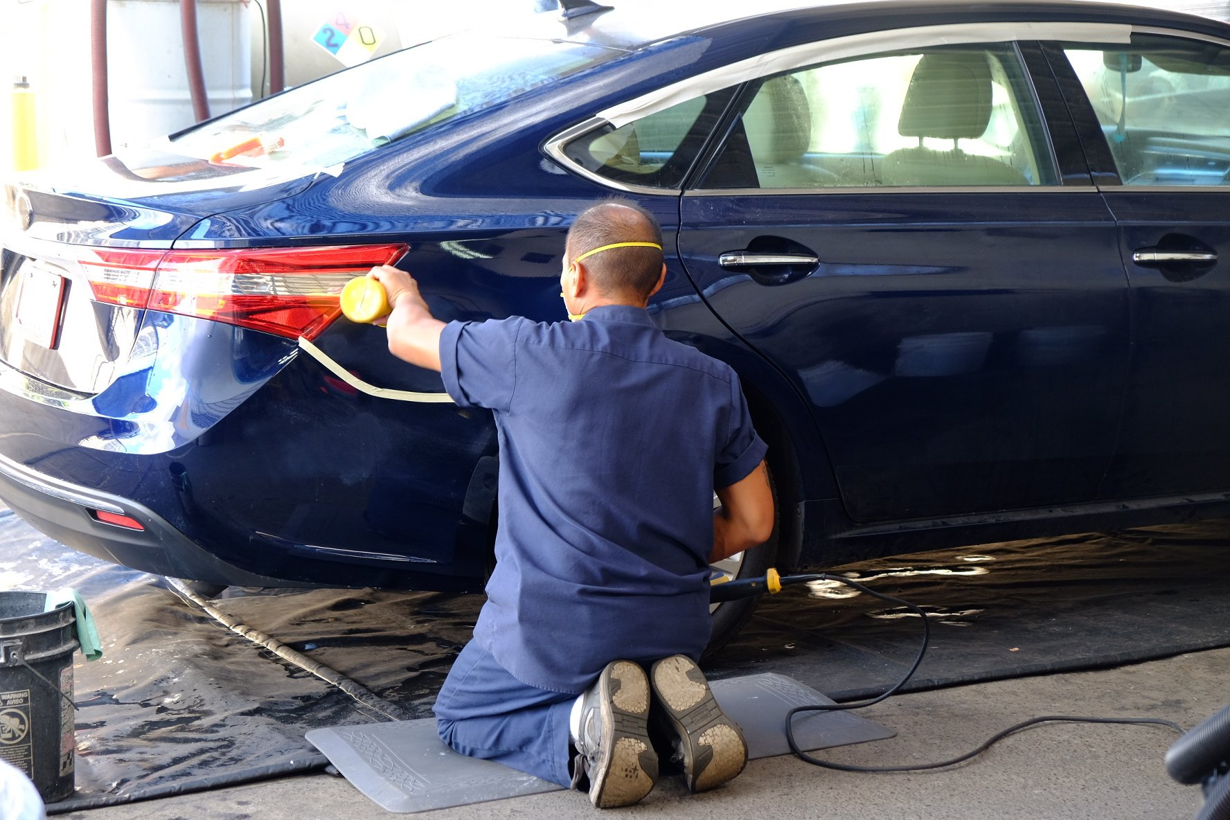A Westside Fender Body Refinishing worker at our auto body shop in Waipahu, HI