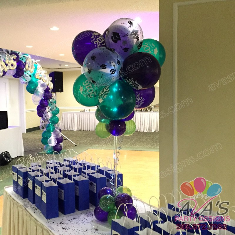 Graduation balloon centerpiece, balloon decor ideas for graduation parties