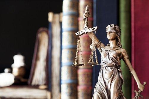 Statua dea della giustizia