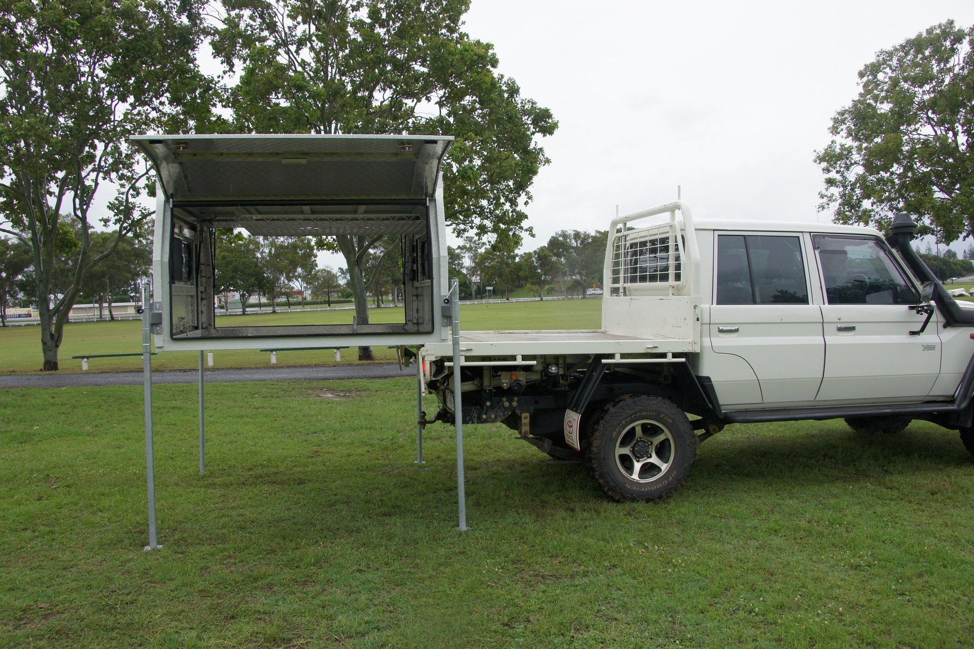 Lift Off Leg Set Up & Canopies for Sale | STR Products | Queensland
