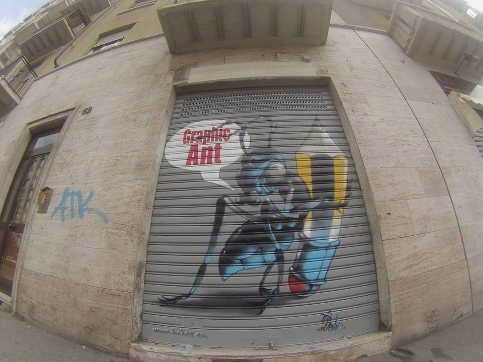 saracinesca decorata con graffiti a marchio Graphic Ant