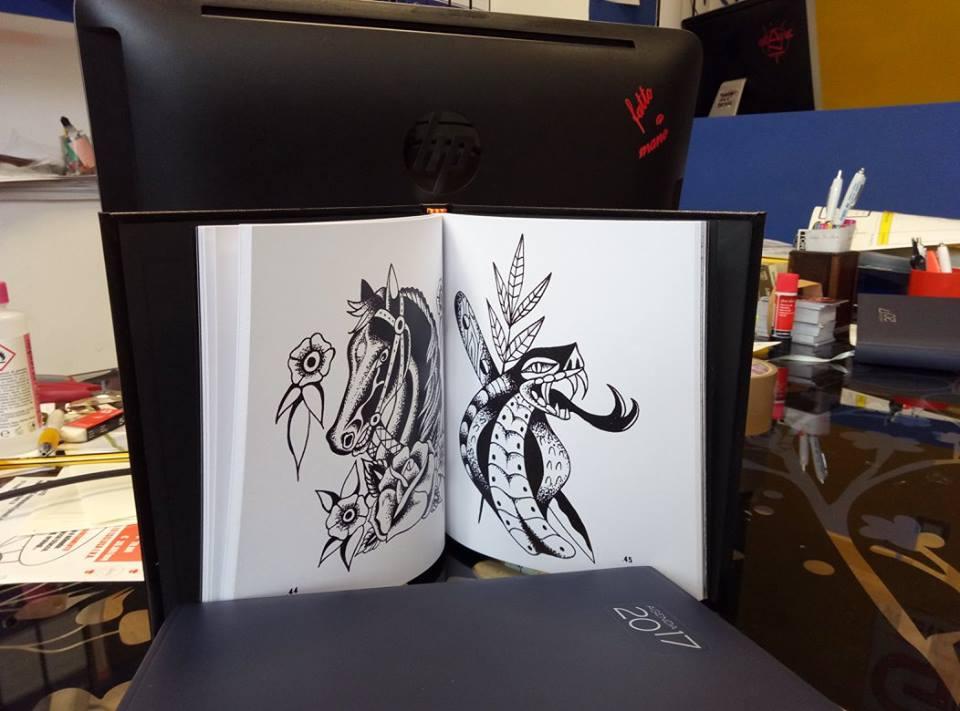 pagine del book di un tatuatore
