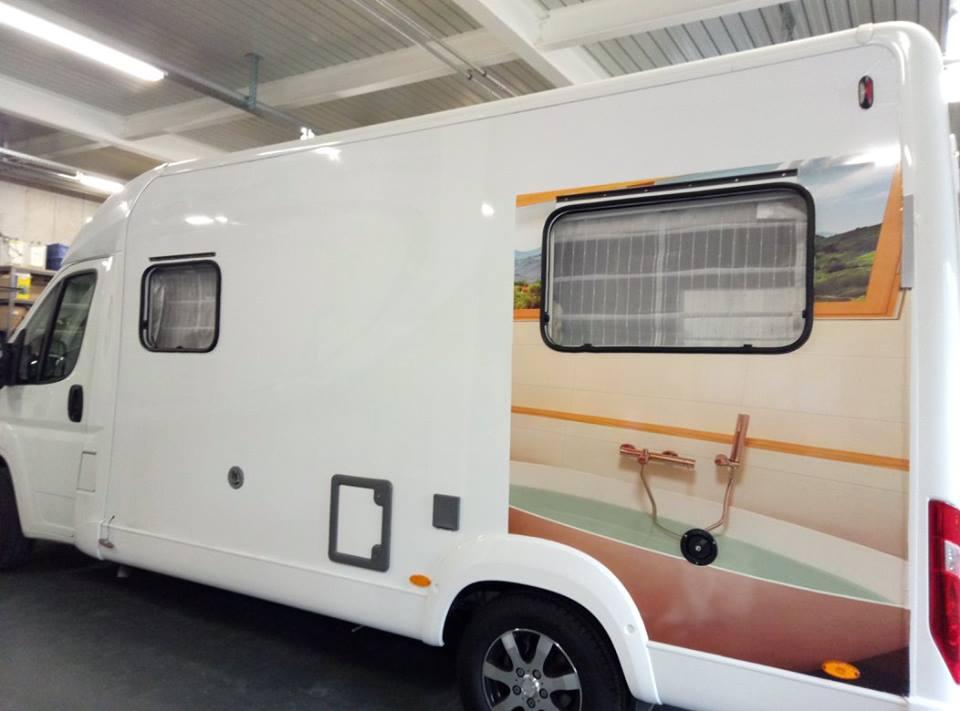 furgone con decorazione promozionale