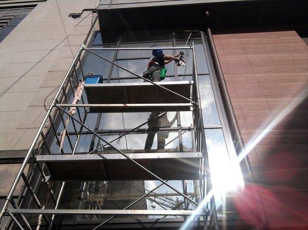 lavaggio vetri e vetrate