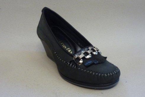 Modello di scarpe eleganti per signora.