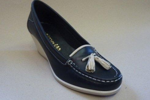 Modello di scarpe da donna in stile mocassino.