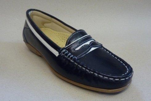 Esempio di mocassini classici prodotti dalla ditta.