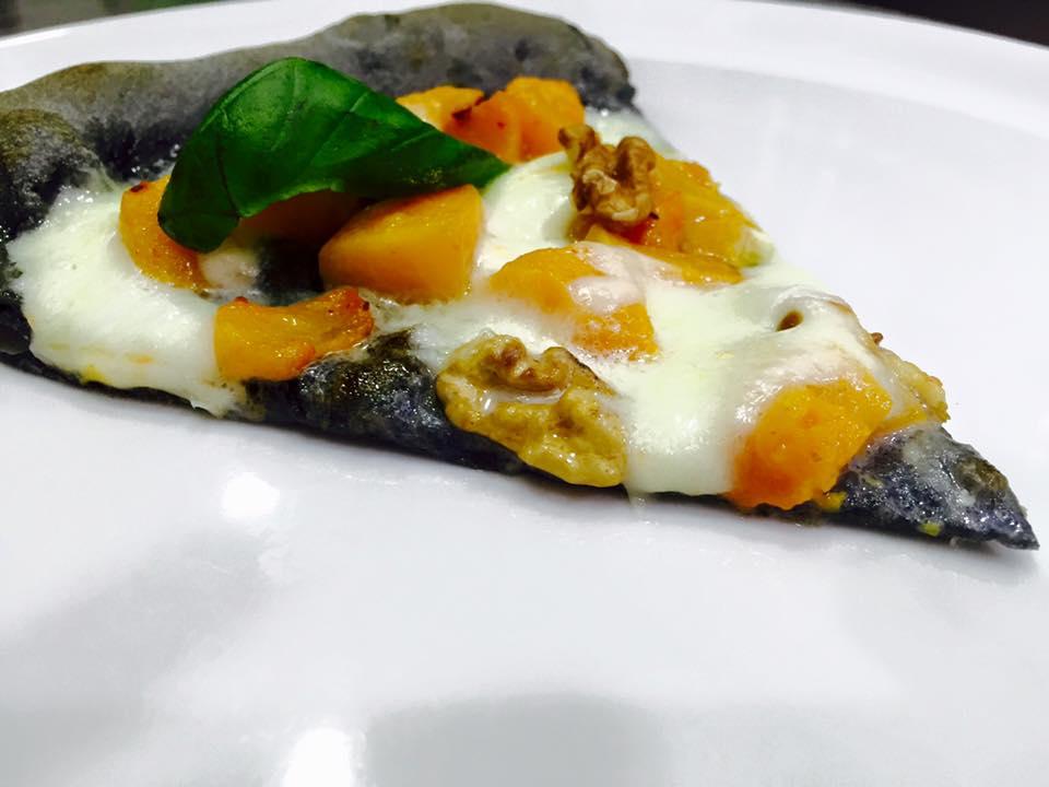 una fetta di una pizza