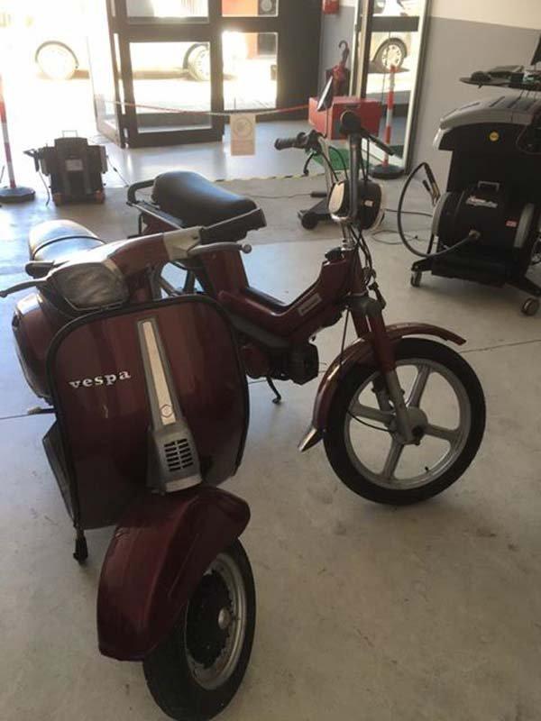 officina con motociclette