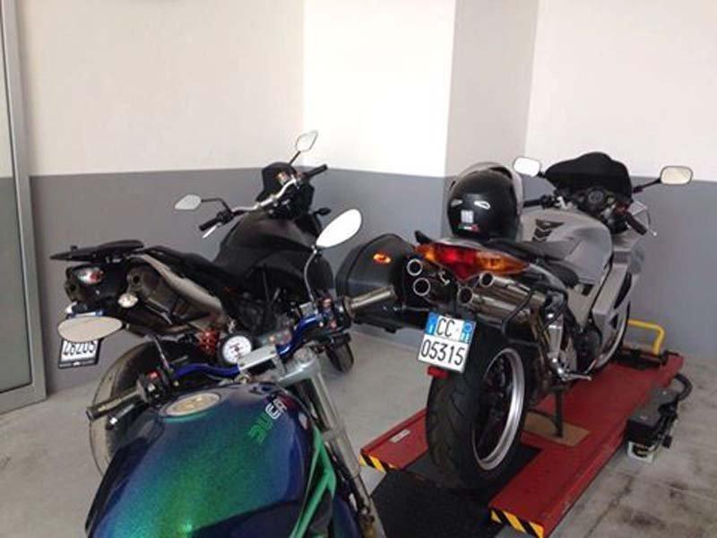 tre motociclette