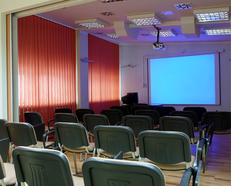 Lecture room with a screen at the front