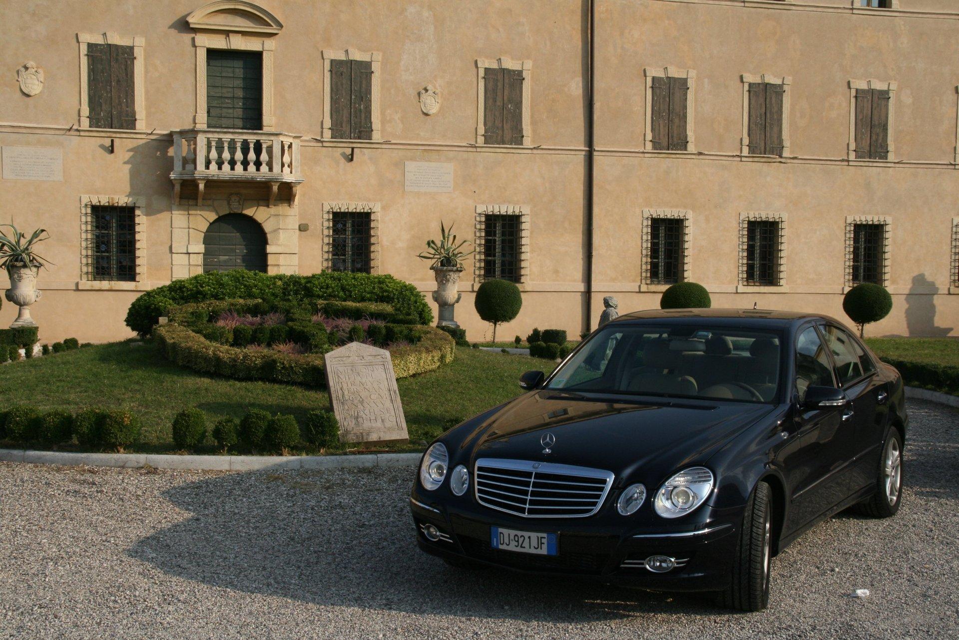 Autonoleggio Mercedes per servizio transfer