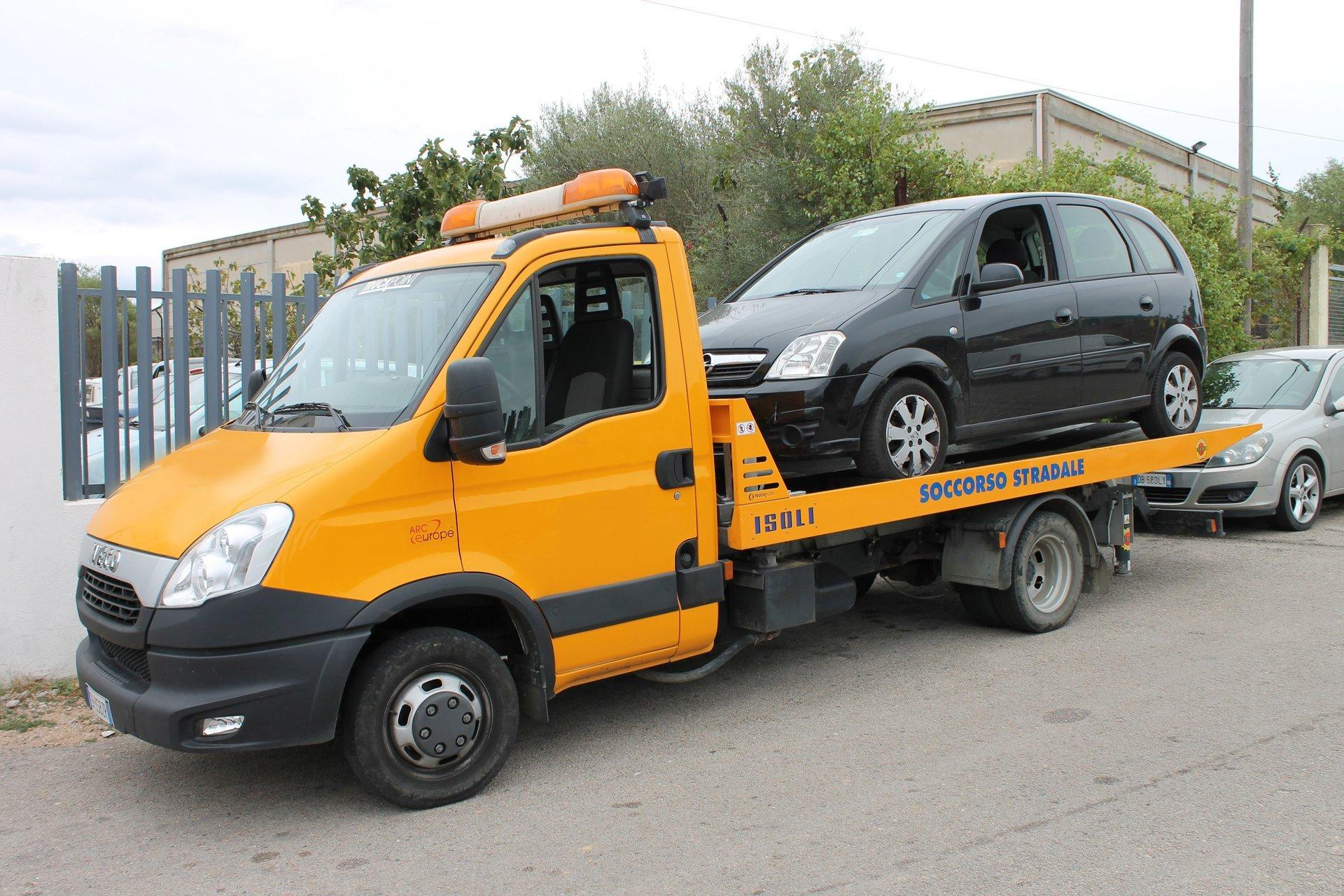 Soccorso stradale carro attrezzi arzachena porto for Posto auto coperto con officina annessa