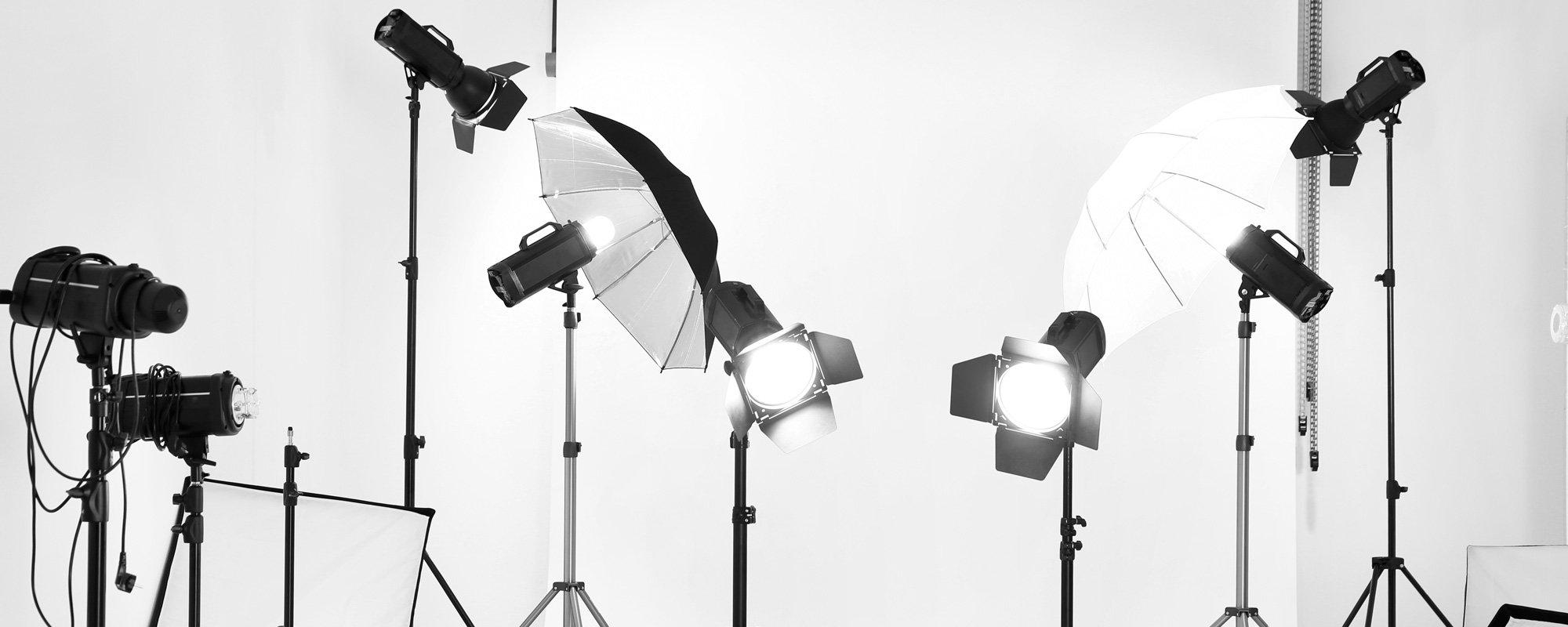 Attrezzature per un'illuminazione ottimale usate nello studio di Davide Caterino